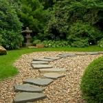 Плочопътека с естествени камъни